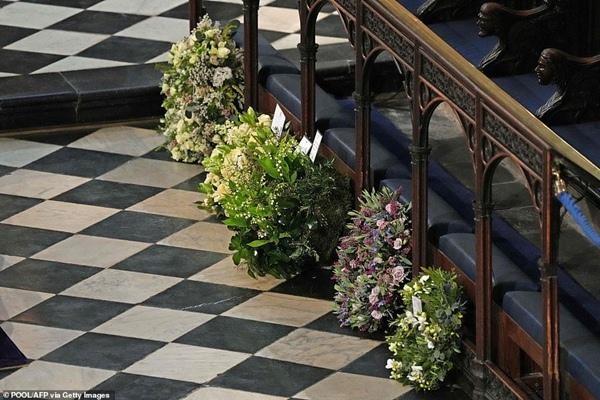"""Meghan gửi hoa và thiệp tới tang lễ Hoàng thân Philip, tại sao lại bị nói là """"gây chú ý""""? ảnh 1"""