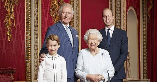 Cha con Hoàng tử William họp quyết định tương lai Hoàng gia: Nữ hoàng muốn nhường quyền? ảnh 2