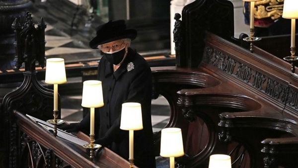 """Meghan gửi hoa và thiệp tới tang lễ Hoàng thân Philip, tại sao lại bị nói là """"gây chú ý""""? ảnh 4"""