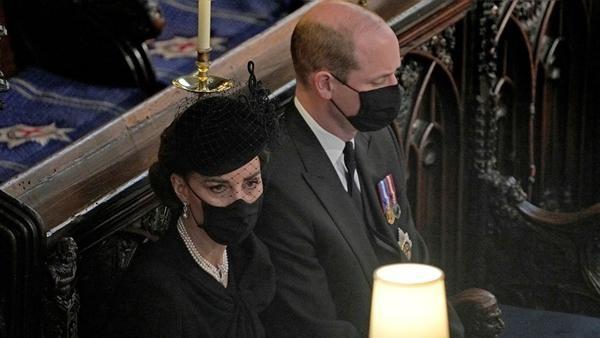 Xuất hiện cùng nhau suốt nhưng William - Kate gần như không bao giờ nắm tay, tại sao vậy? ảnh 1