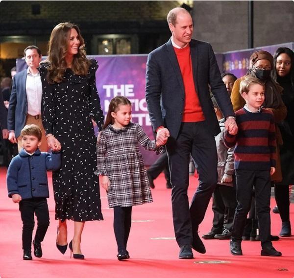Các nhóc tì nhà William - Kate làm gì khi đi shopping mà mẹ Kate được khen khéo dạy con? ảnh 2