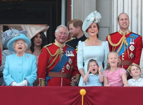 Harry định ở lại Anh dự sinh nhật Nữ hoàng, nhưng Nữ hoàng có hẳn 2 sinh nhật, vì sao vậy? ảnh 2