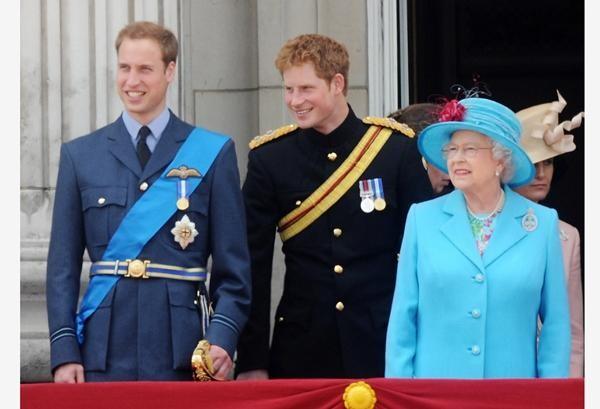 Harry định ở lại Anh dự sinh nhật Nữ hoàng, nhưng Nữ hoàng có hẳn 2 sinh nhật, vì sao vậy? ảnh 1