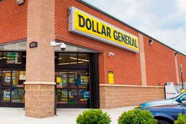Mỹ: Vào cửa hàng giá rẻ, hai phụ nữ muốn mua phiếu quà tặng bằng tờ tiền 1 triệu đôla ảnh 1