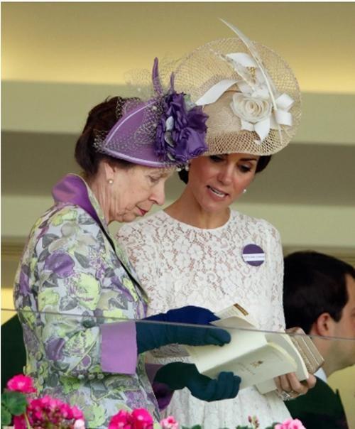Sinh nhật Nữ hoàng Anh: Hoàng gia đăng ảnh mới, viết thông điệp nhắc đến Hoàng thân Philip ảnh 3