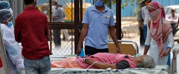 Ấn Độ bị nhấn chìm trong làn sóng COVID-19 thứ 2: Hỏa táng liên tục, hệ thống y tế rạn vỡ ảnh 3