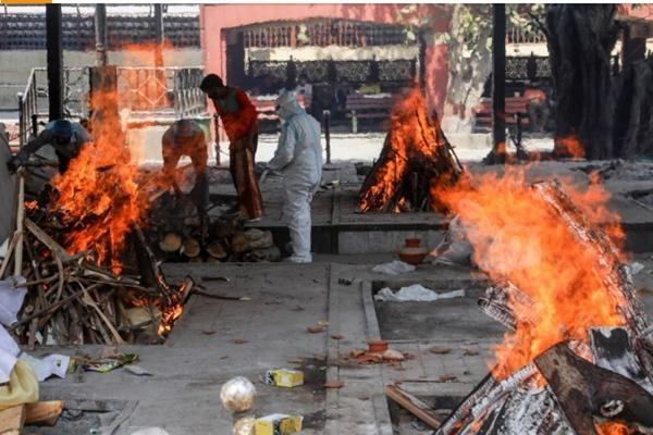 Ấn Độ bị nhấn chìm trong làn sóng COVID-19 thứ 2: Hỏa táng liên tục, hệ thống y tế rạn vỡ ảnh 6