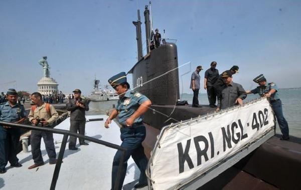 Tàu ngầm KRI Nanggala-402 (Indonesia) mất tích: Tình huống nào có thể xảy ra với thủy thủ? ảnh 3