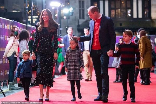 Kate lại thể hiện sự đoàn kết trong sinh nhật con trai út: Louis mặc đồ giống y bố William ảnh 4