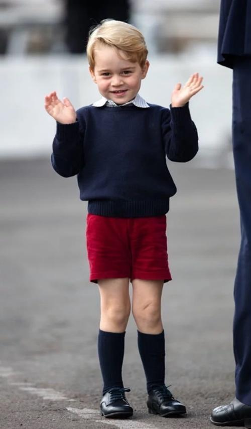 Kate lại thể hiện sự đoàn kết trong sinh nhật con trai út: Louis mặc đồ giống y bố William ảnh 3