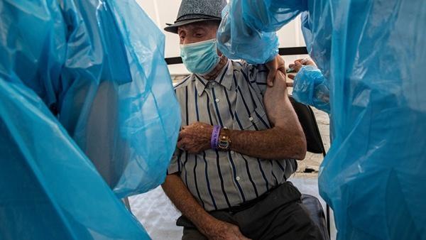 75 người ở Chile bị tiêm vắc-xin dành cho chó nhưng bác sĩ vẫn cố cãi chẳng sao cả ảnh 3