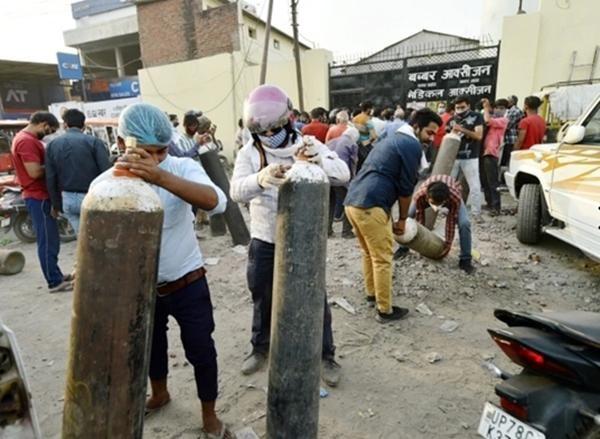Cuộc khủng hoảng thiếu oxy trong làn sóng thứ hai ở Ấn Độ: Những bức ảnh chất chứa lo âu ảnh 4