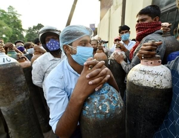Cuộc khủng hoảng thiếu oxy trong làn sóng thứ hai ở Ấn Độ: Những bức ảnh chất chứa lo âu ảnh 5