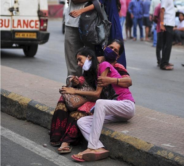 Sụp đổ hoàn toàn: COVID-19 tàn phá Ấn Độ, hệ thống y tế quay cuồng, khủng hoảng trầm trọng ảnh 6