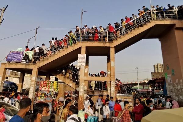 Cuộc khủng hoảng thiếu oxy trong làn sóng thứ hai ở Ấn Độ: Những bức ảnh chất chứa lo âu ảnh 1
