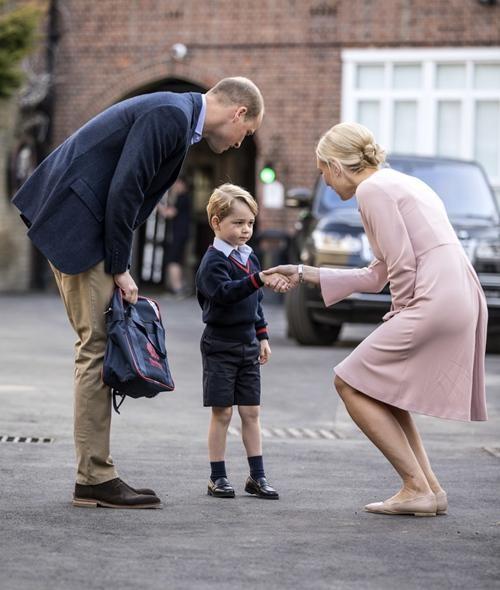 Những bức ảnh cho thấy cách nuôi dạy con tuyệt vời của Hoàng tử William và Công nương Kate ảnh 6