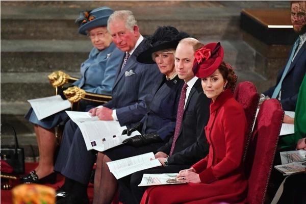 """Nữ hoàng Anh chưa thể nghỉ ngơi: Cuốn sách về Harry - Meghan có chương mới để """"kể hết"""" ảnh 3"""