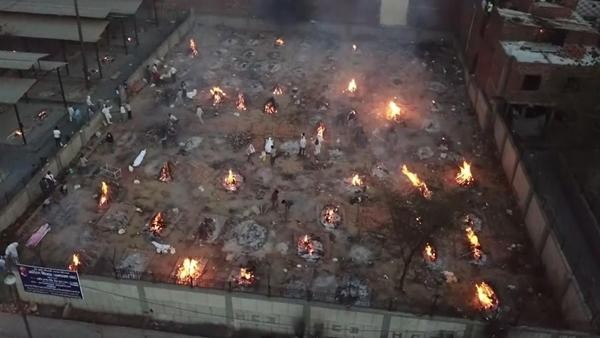 Lửa không ngừng cháy ở New Delhi, giới siêu giàu lên máy bay riêng, bỏ chạy khỏi Ấn Độ ảnh 2