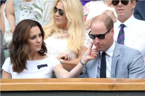"""Vợ chồng William - Kate khi tưởng rằng không có ai chụp ảnh: Hóa ra """"mùi mẫn"""" thế này đây ảnh 4"""