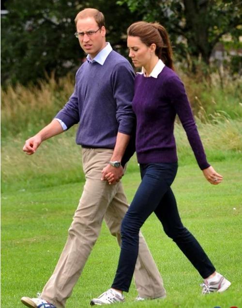 """Vợ chồng William - Kate khi tưởng rằng không có ai chụp ảnh: Hóa ra """"mùi mẫn"""" thế này đây ảnh 6"""