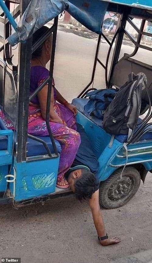 """Ấn Độ sắp thành """"địa ngục"""": Bệnh nhân COVID-19 tuyệt vọng nhảy lầu, đỉnh dịch còn chưa tới ảnh 4"""