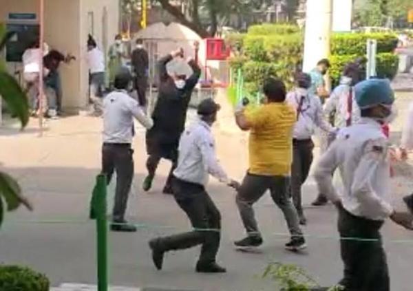 Ấn Độ chưa từng bất lực đến thế: Bác sĩ bị đánh, người lành hô hấp nhân tạo cho người bệnh ảnh 5