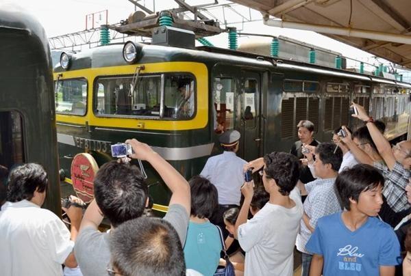 Tranh chỗ chụp ảnh tàu điện, hai thanh niên ở Nhật xô xát, người rạn hộp sọ, người bị bắt ảnh 1