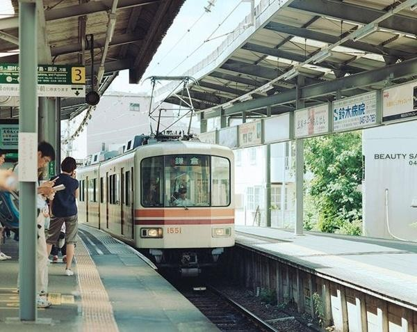 Tranh chỗ chụp ảnh tàu điện, hai thanh niên ở Nhật xô xát, người rạn hộp sọ, người bị bắt ảnh 3