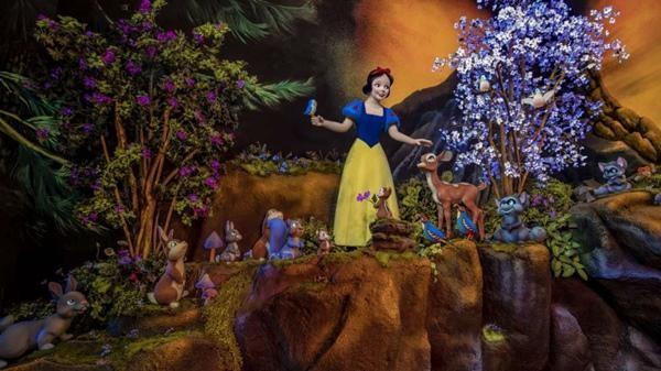 Câu chuyện Bạch Tuyết ở Disneyland bị chỉ trích nặng nề chỉ vì cảnh nụ hôn của Hoàng tử ảnh 3