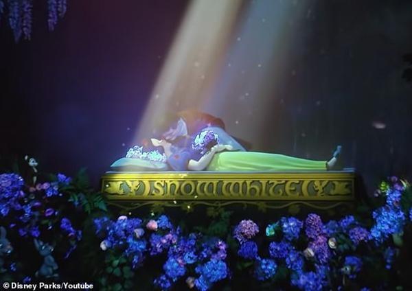 Câu chuyện Bạch Tuyết ở Disneyland bị chỉ trích nặng nề chỉ vì cảnh nụ hôn của Hoàng tử ảnh 2