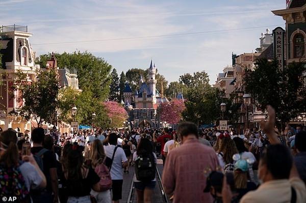 Câu chuyện Bạch Tuyết ở Disneyland bị chỉ trích nặng nề chỉ vì cảnh nụ hôn của Hoàng tử ảnh 1