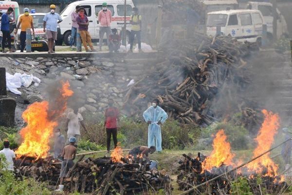 Ấn Độ vượt 20 triệu ca nhiễm: 120 người thiệt mạng mỗi giờ, kêu gọi phong tỏa toàn quốc ảnh 1