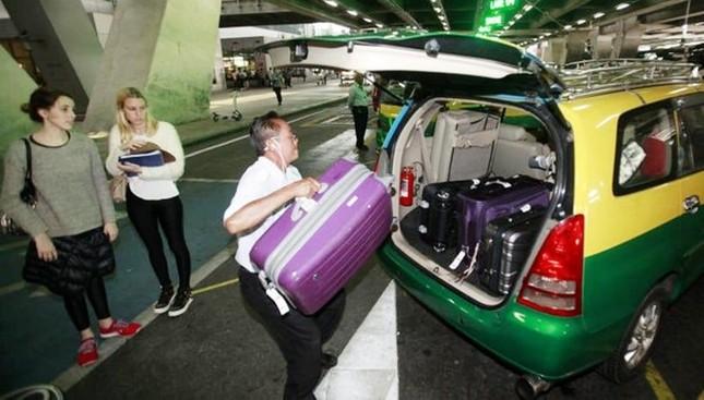 Chú ý: Khách du lịch khi đi taxi ở Bangkok từ nay sẽ phải trả thêm tiền cho cả hành lý ảnh 1