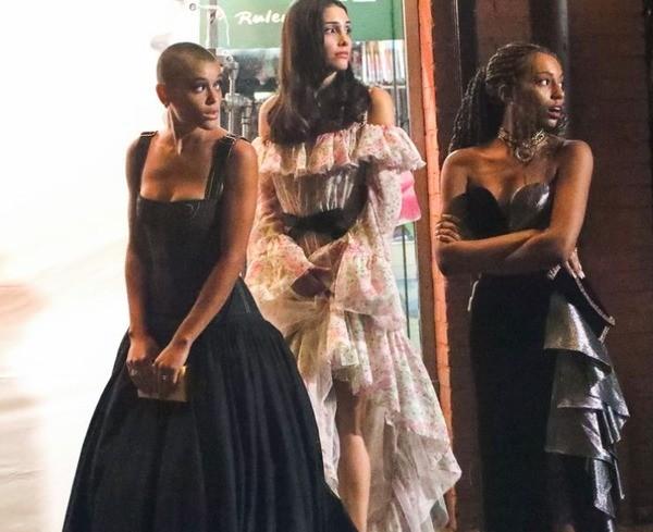 """""""Gossip Girl"""" phiên bản mới liệu có vượt qua được cái bóng quá lớn của """"tiền bối""""? ảnh 4"""