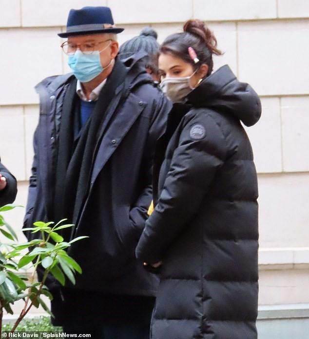 Selena Gomez trẻ trung với tóc đuôi ngựa trên phim trường ở New York ảnh 5