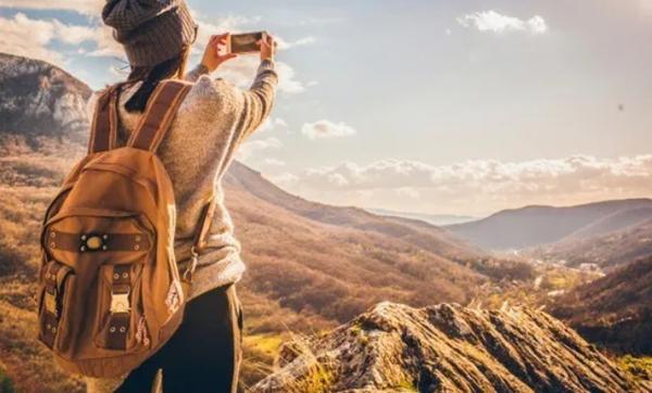 Nếu muốn trông xinh đẹp và tự tin, bạn hãy ngừng mang theo mình 6 thứ này ảnh 3