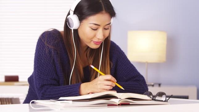 """""""Hack"""" kỹ năng nghe tiếng Anh: 5 cách để bạn nghe tiếng Anh mà không hề """"cuống"""" ảnh 2"""