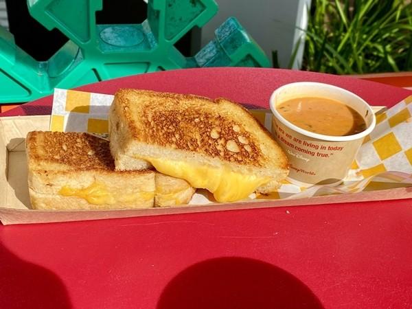 Công thức bánh mỳ phô-mai tỏi của Disney - bữa sáng đủ chất và ngon ngất ngây ảnh 1