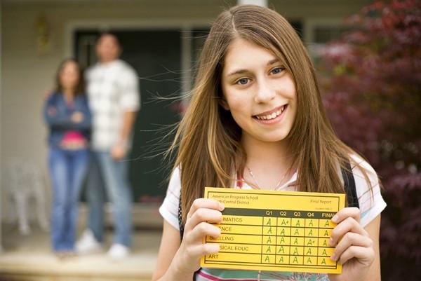Sau một học kỳ chưa từng có, một số trường cho học sinh tự chọn cách ghi điểm vào học bạ ảnh 3