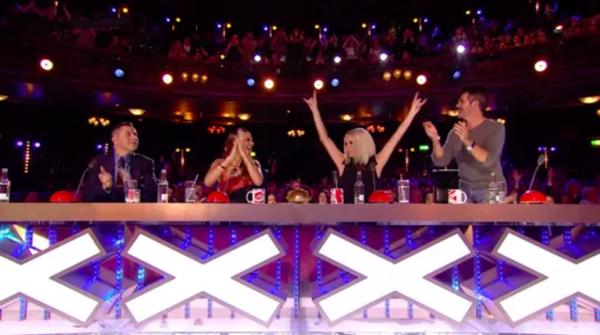 Giám khảo Britain's Got Talent sững sờ trước màn chơi trống đỉnh cao của cụ bà 76 tuổi ảnh 2