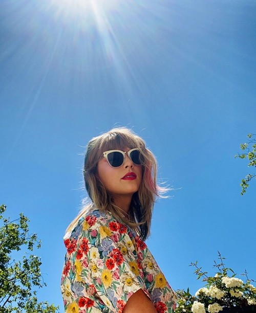"""Taylor Swift khoe tóc mới: Một bức ảnh bắt đủ 3 """"hot trend"""" làm đẹp hot nhất Hè này ảnh 1"""