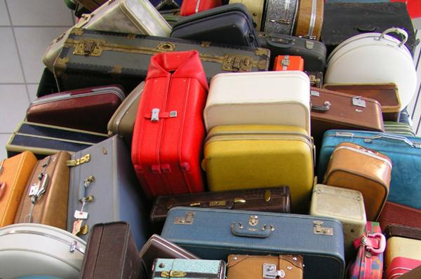 Cửa hàng chuyên thanh lý đồ thất lạc của khách đi máy bay, nơi bạn mua được đồ tốt giá rẻ ảnh 1