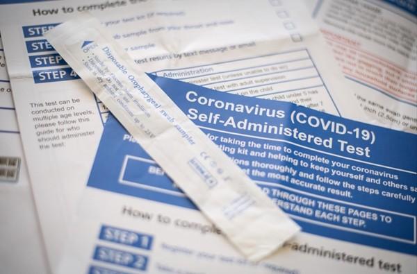 """Sắp có bộ thử nhanh COVID-19 tại nhà cho kết quả sau vài phút, """"theo kiểu que thử thai"""" ảnh 1"""