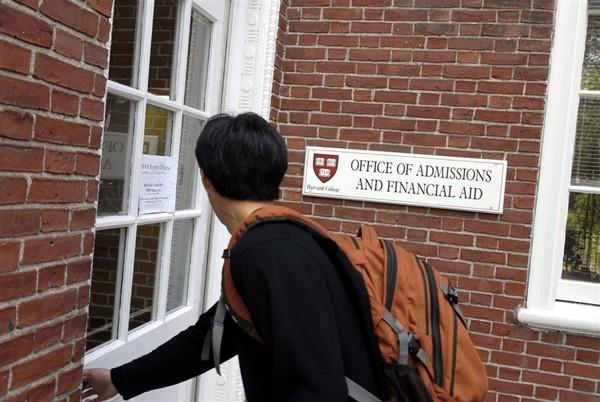 """ĐH Harvard và Yale phân biệt đối xử, lấy cớ về """"tính cách"""" để ít nhận sinh viên châu Á ảnh 1"""