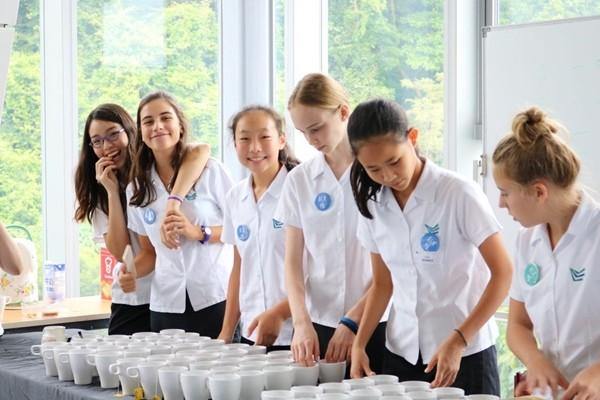 """Nhóm trường quốc tế ở Hong Kong thừa nhận có thầy giáo """"đo độ dài váy của nữ sinh"""" ảnh 4"""