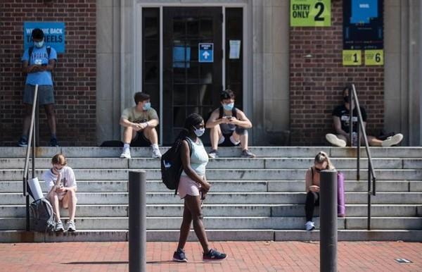 Vừa trở lại trường được 1 tuần, sinh viên Mỹ chuẩn bị… quay về nhà học online vì bùng dịch ảnh 2