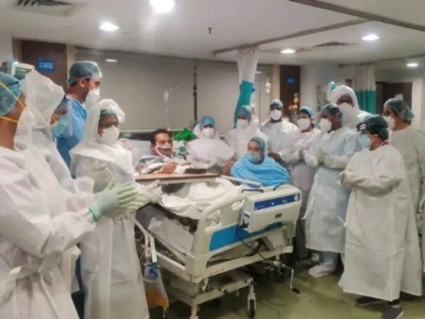 Đúng sinh nhật mình, bệnh nhân COVID-19 nguy kịch cai được máy thở và thốt lên câu bất ngờ ảnh 2