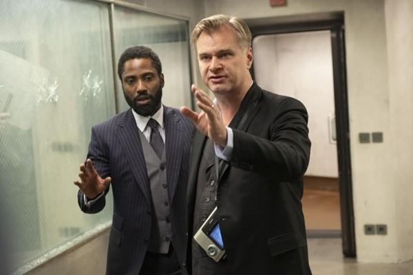 """Lách lệnh cách ly, fan chi tiền khủng, đặt vé máy bay đi xem """"Tenet"""" của Christopher Nolan ảnh 1"""