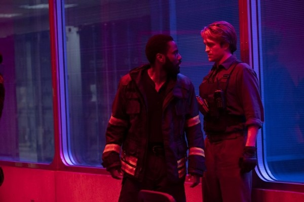 """Lách lệnh cách ly, fan chi tiền khủng, đặt vé máy bay đi xem """"Tenet"""" của Christopher Nolan ảnh 2"""