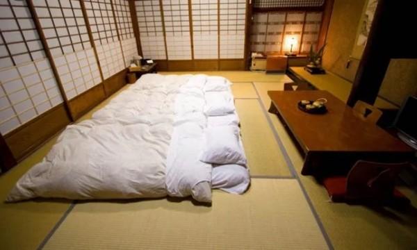 Vừa uống say vừa mê ngủ, thầy giáo người Nhật làm chuyện kỳ cục trong chuyến dã ngoại ảnh 2